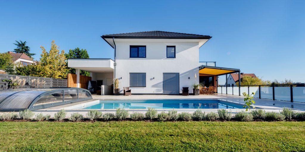 Walmdachhaus in Weiz mit Pool