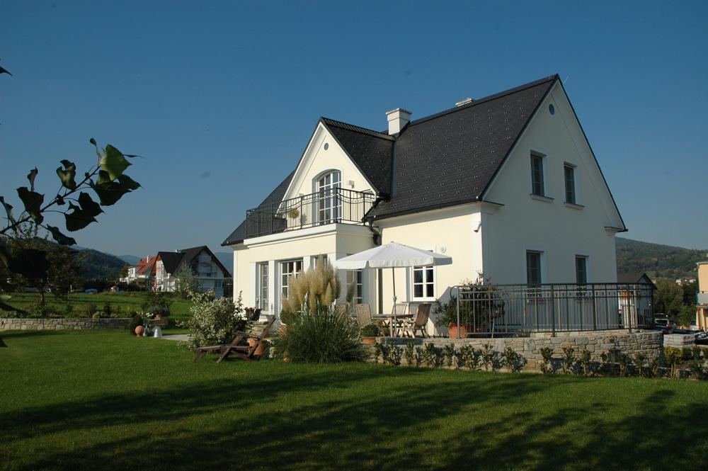 Satteldachhaus in pischelsdorf lieb massivhaus for Massivhaus katalog