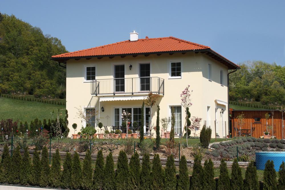 Ziegel-Massivhaus mit WALMDACH in St. Margarethen
